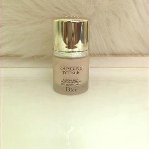 Dior capture totale Base De Teint Multi Perfection